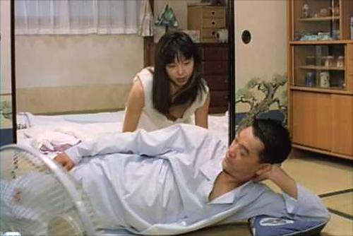 山口智子のおっぱいポロリ乳首がエロい!ノーブラショッピングなどブラ着けないのか・・・