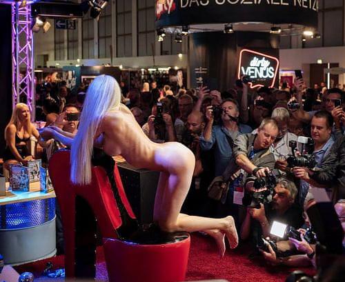 コロナ落ち着いたら毎年ドイツで開催される世界最大のエロの展示会にイッてみたい