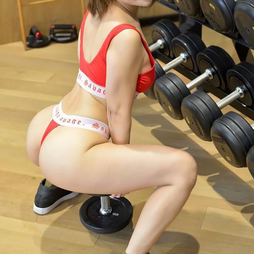 スポーツウェア着た女子の鍛え抜かれた体画像 part5