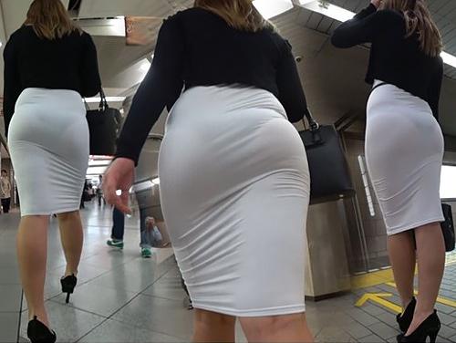 【画像】巨尻OLさん、タイトスカートを履いてしまう