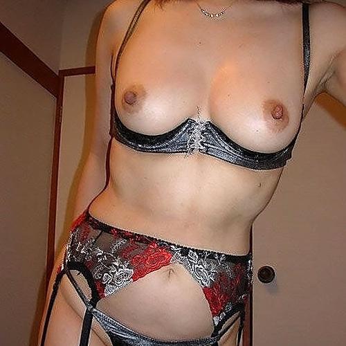 熟女のお○ぱいを輝かせるカップレスブラというセクシー下着 画像27枚