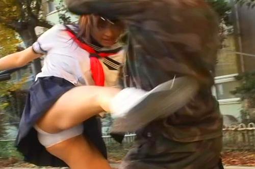 【パ○チラ】朝の戦隊ヒロインがパンツをモロ見せしてる光景(28枚)