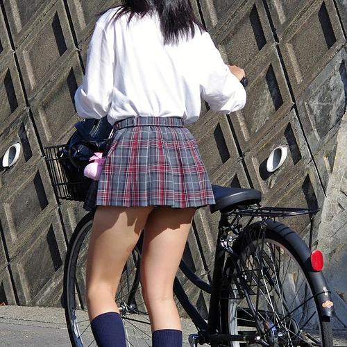 【画像あり】 横浜のjkのスカート、限界を超えるwwww