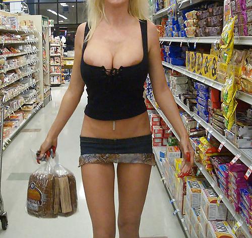 【人妻】スーパーに出没した淫乱すぎる女が撮影される・・・ヒドい。