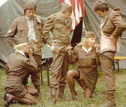女性の米軍兵士が溜まった性欲を処理する方法がこちら。戦いやねwwwww(25枚)