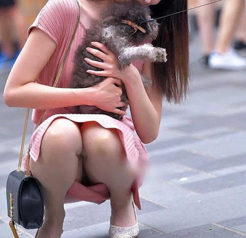 偶然撮影出来ちゃったスカートで座った素人のラッキーパ●チラ画像