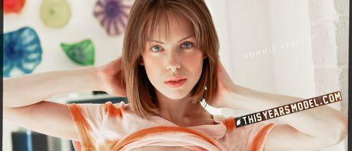 Bonnie Apricot - MODEL BONNIE APRICOT