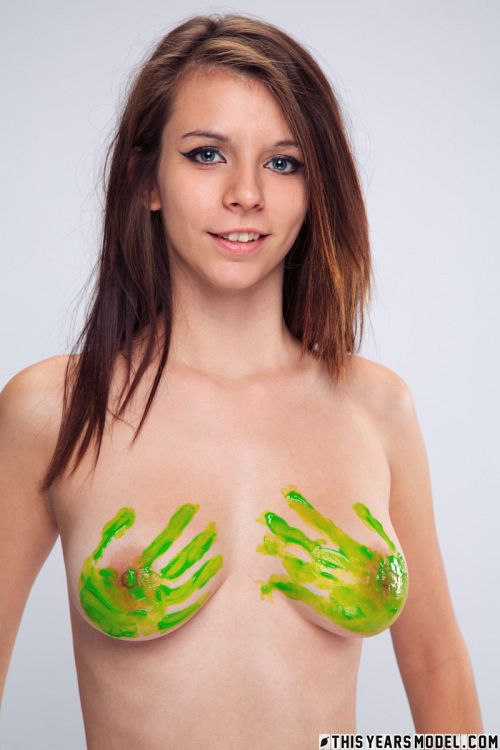 Penny Kate - PENNY GETS PAINTED 01