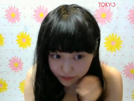 童顔ロリ可愛い美少女JKが裸でおっぱい丸出しでエロ配信www【ライブチャット動画まとめ】