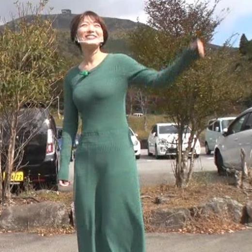 阿部華也子 カラダのラインがでるエロワンピースキャプ画像(エロ・アイコラ画像)