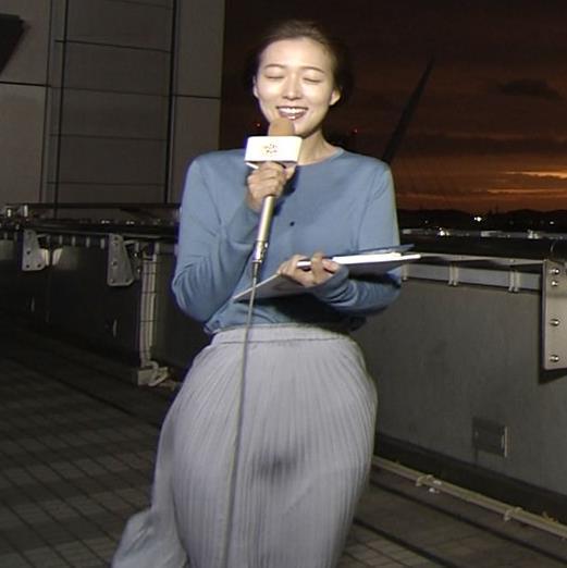 阿部華也子 強風でスカートが股間に張り付く大ハプニング!キャプ・エロ画像2