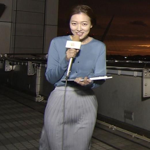 阿部華也子 強風でスカートが股間に張り付く大ハプニング!キャプ・エロ画像4