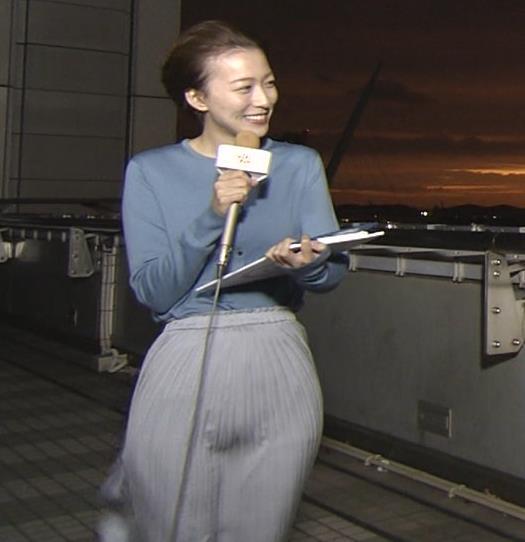 阿部華也子 強風でスカートが股間に張り付く大ハプニング!キャプ・エロ画像5