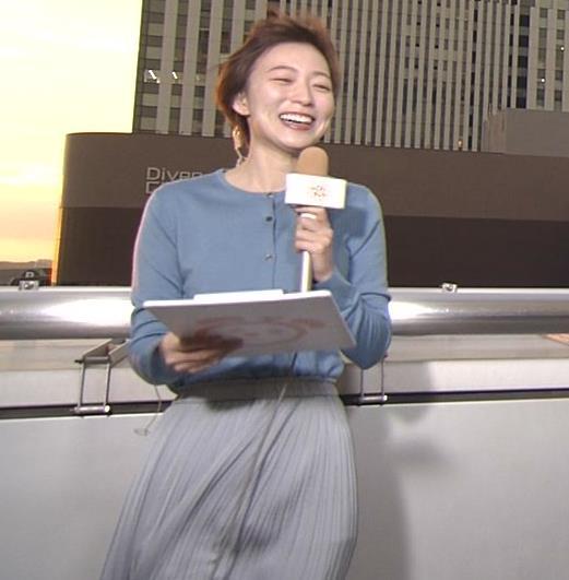 阿部華也子 強風でスカートが股間に張り付く大ハプニング!キャプ・エロ画像8