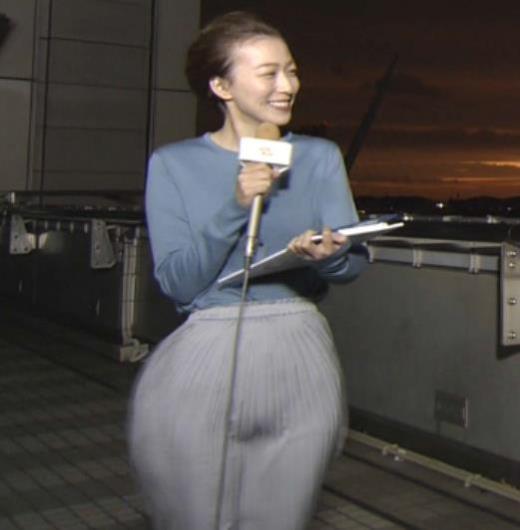 阿部華也子 強風でスカートが股間に張り付く大ハプニング!キャプ画像(エロ・アイコラ画像)