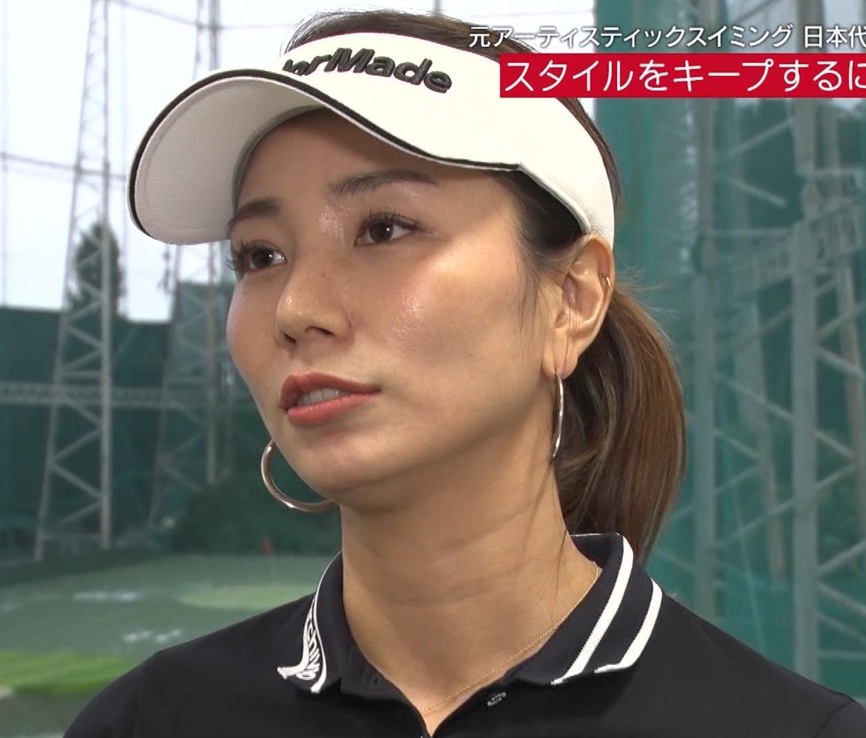 青木愛 すごく短いスカートでゴルフをするエロキャプ・エロ画像19