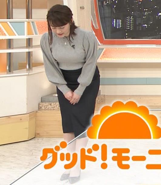 新井恵理那 エロいおっぱいとタイトなスカートな腰回りキャプ・エロ画像2