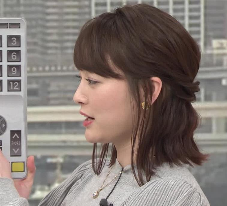 新井恵理那 エロいおっぱいとタイトなスカートな腰回りキャプ・エロ画像9