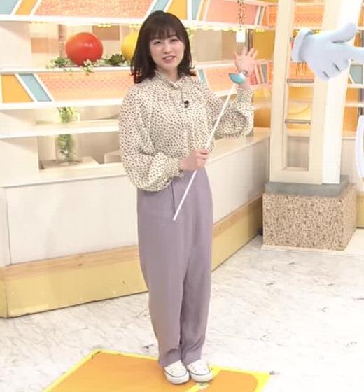 新井恵理那 胸を張っておっぱいが際立つキャプ・エロ画像2