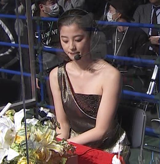 朝比奈彩 セクシードレスでちょっと胸チラキャプ・エロ画像2