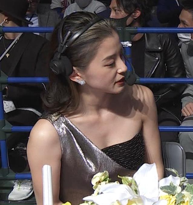 朝比奈彩 セクシードレスでちょっと胸チラキャプ・エロ画像5