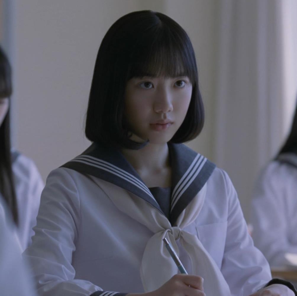 芦田愛菜 お茶のCMってスカートがめくれて太ももが露出してるキャプ・エロ画像3