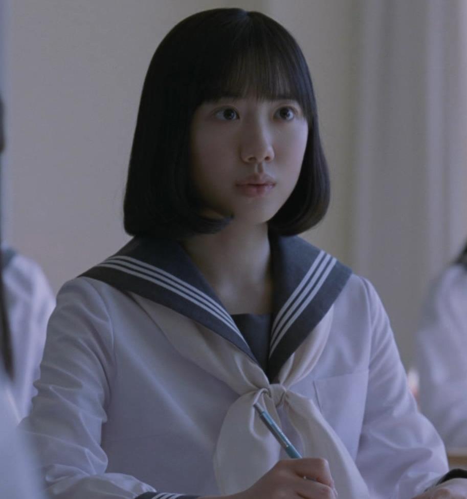 芦田愛菜 お茶のCMってスカートがめくれて太ももが露出してるキャプ・エロ画像4