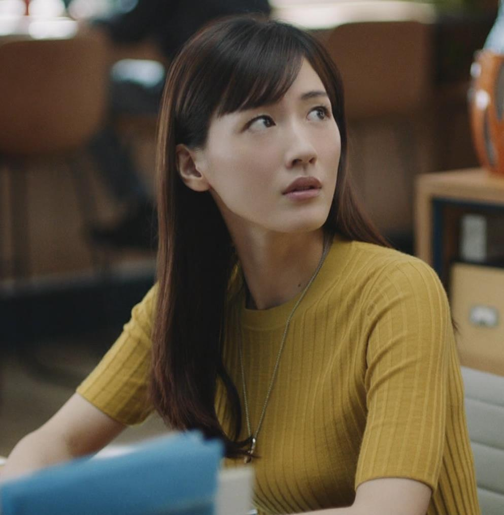 綾瀬はるか ニットおっぱいCMキャプ・エロ画像