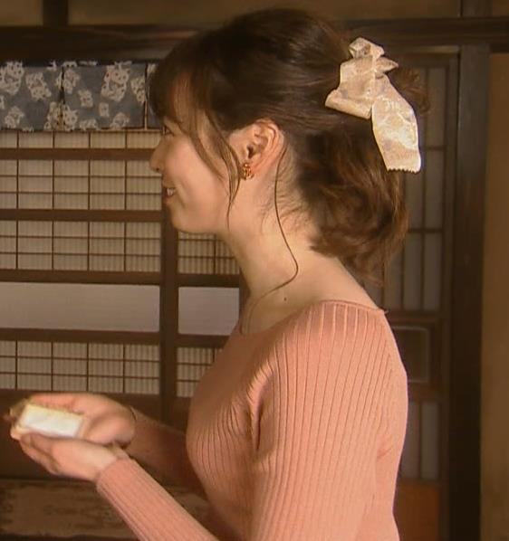 福原遥 ニットで頑張ってるおっぱいキャプ・エロ画像3