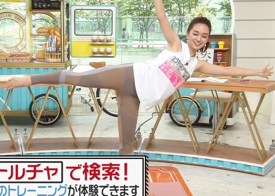 後藤晴菜アナ ヨガでエロいスパッツの股間キャプ・エロ画像10