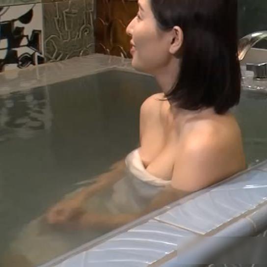 橋本マナミ 地上波での入浴シーンがエロいキャプ・エロ画像3