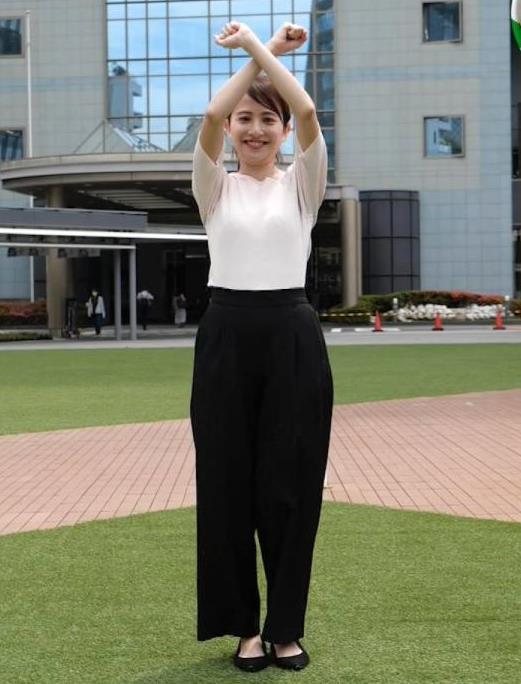 日比麻音子アナ エロかわいいニットおっぱいキャプ・エロ画像2