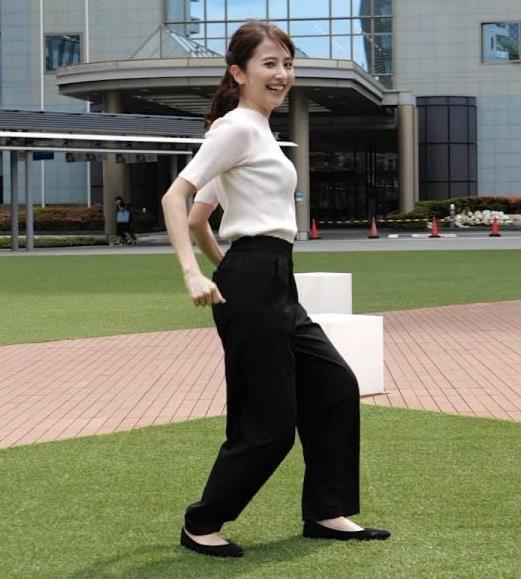 日比麻音子アナ エロかわいいニットおっぱいキャプ・エロ画像6