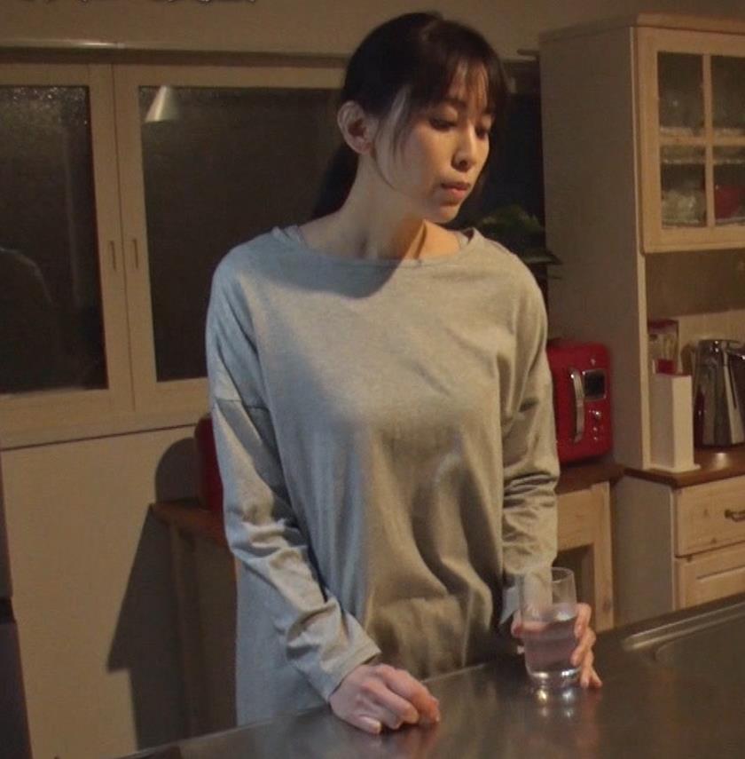 雛形あきこ 再現ドラマの横乳キャプ・エロ画像5
