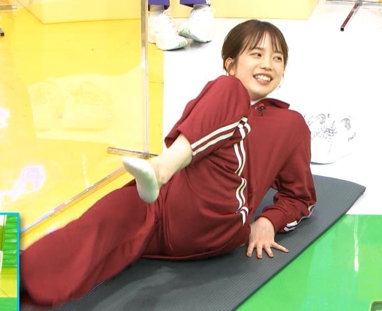 弘中綾香アナ ジャージのエロお尻キャプ・エロ画像11