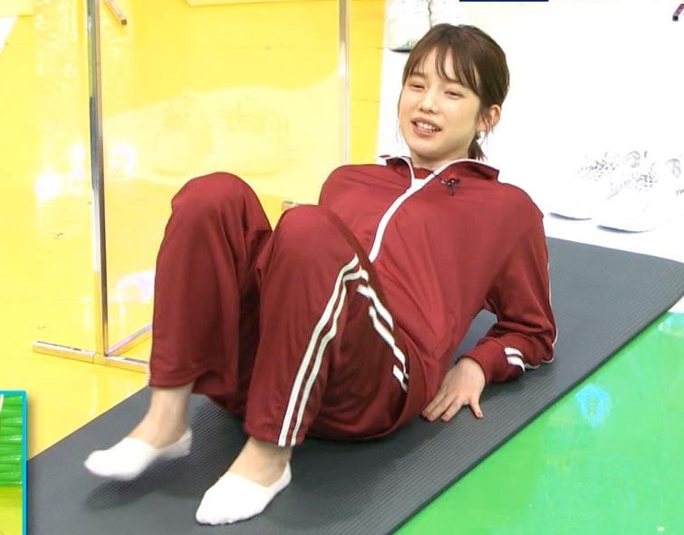 弘中綾香アナ ジャージのエロお尻キャプ・エロ画像4