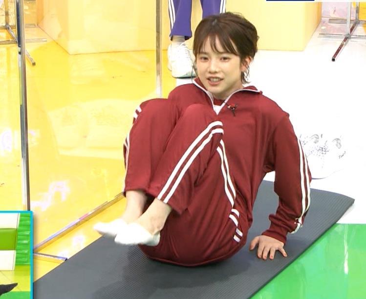 弘中綾香アナ ジャージのエロお尻キャプ・エロ画像8