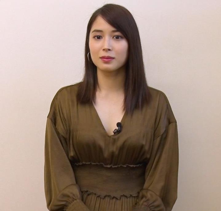 広瀬アリス 胸元が開いた衣装キャプ・エロ画像2