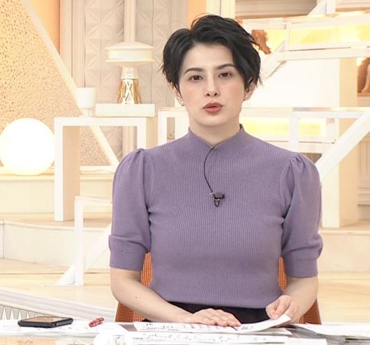 ホラン千秋 ニットのおっぱいキャプ・エロ画像