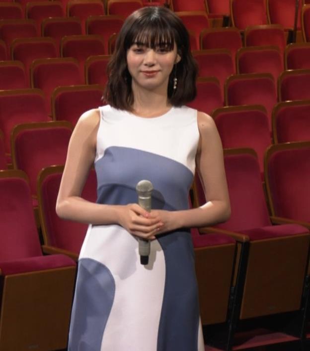 池田エライザ 胸がエロいドレスキャプ・エロ画像