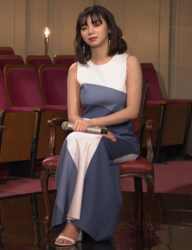 池田エライザ 胸がエロいドレスキャプ・エロ画像8