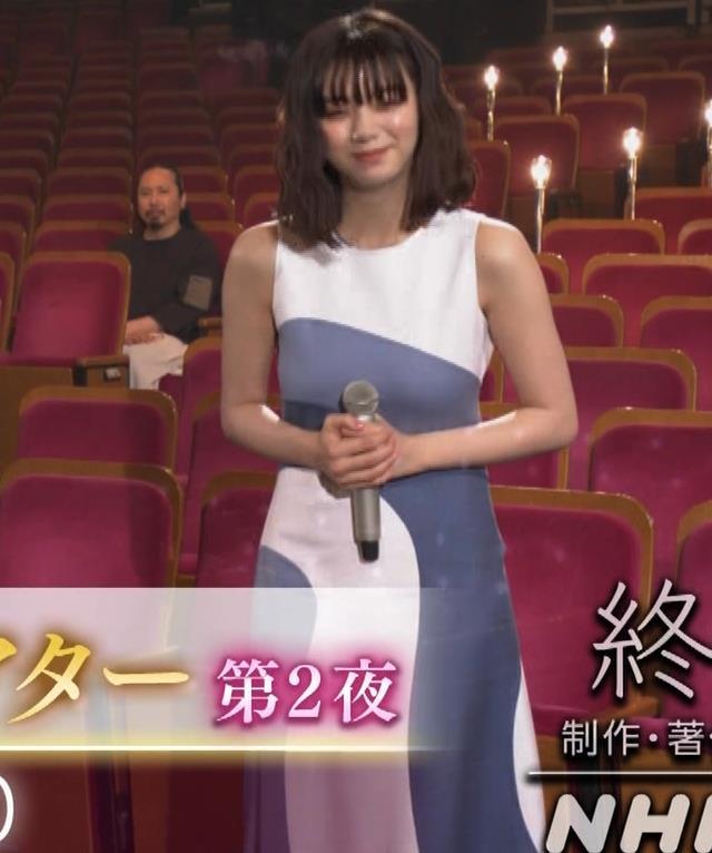 池田エライザ 胸がエロいドレスキャプ・エロ画像10