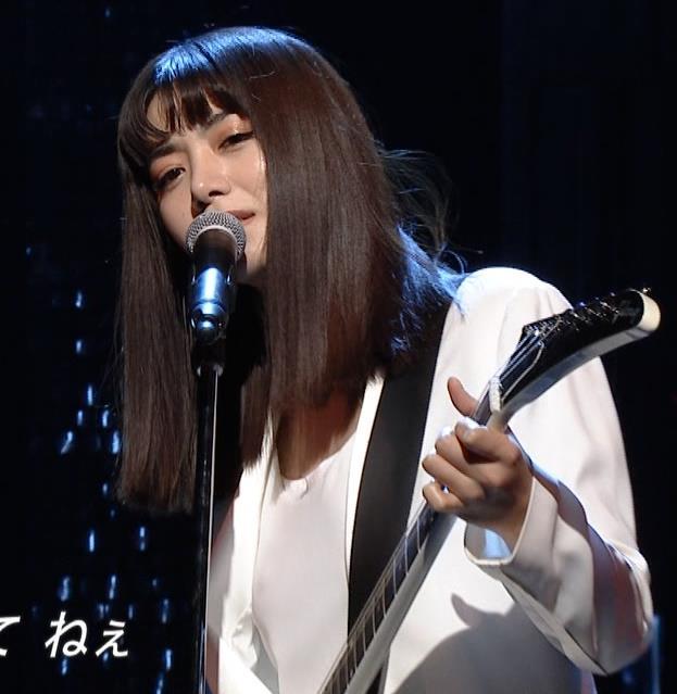 池田エライザ 短パン太ももキャプ・エロ画像9