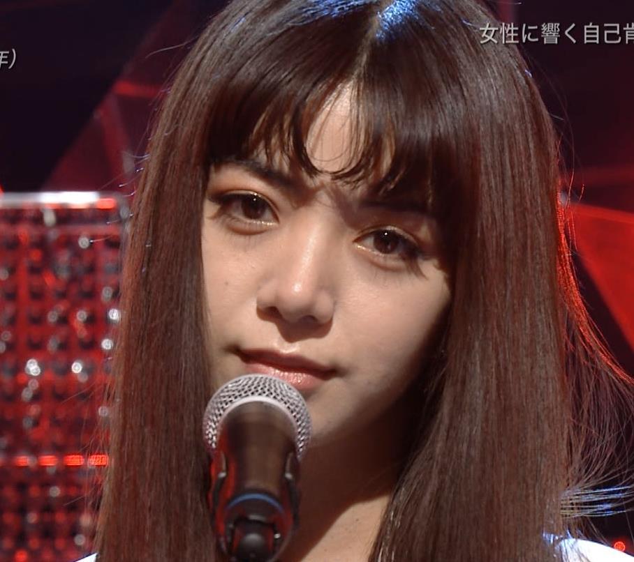 池田エライザ 短パン太ももキャプ・エロ画像10