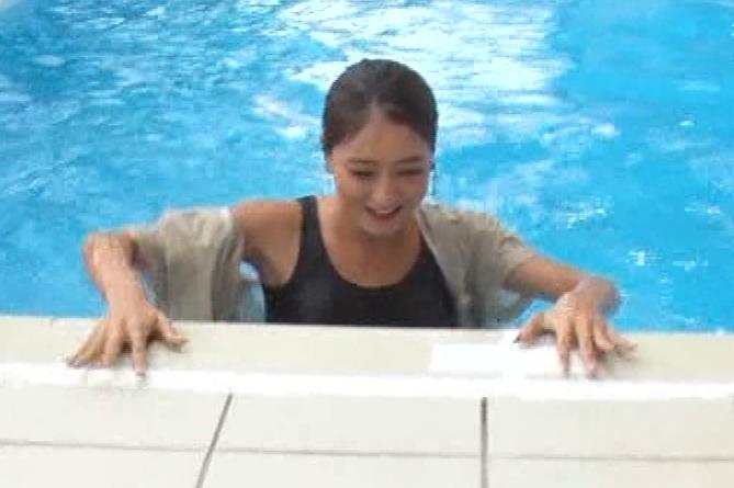 みちょぱ タンクトップおっぱいで「例のプール」に落ちるキャプ・エロ画像11