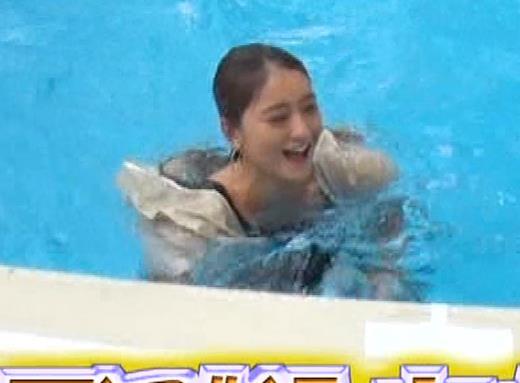 みちょぱ タンクトップおっぱいで「例のプール」に落ちるキャプ・エロ画像10