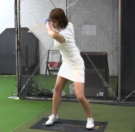 稲村亜美 ゴルフをエロくする人キャプ・エロ画像14