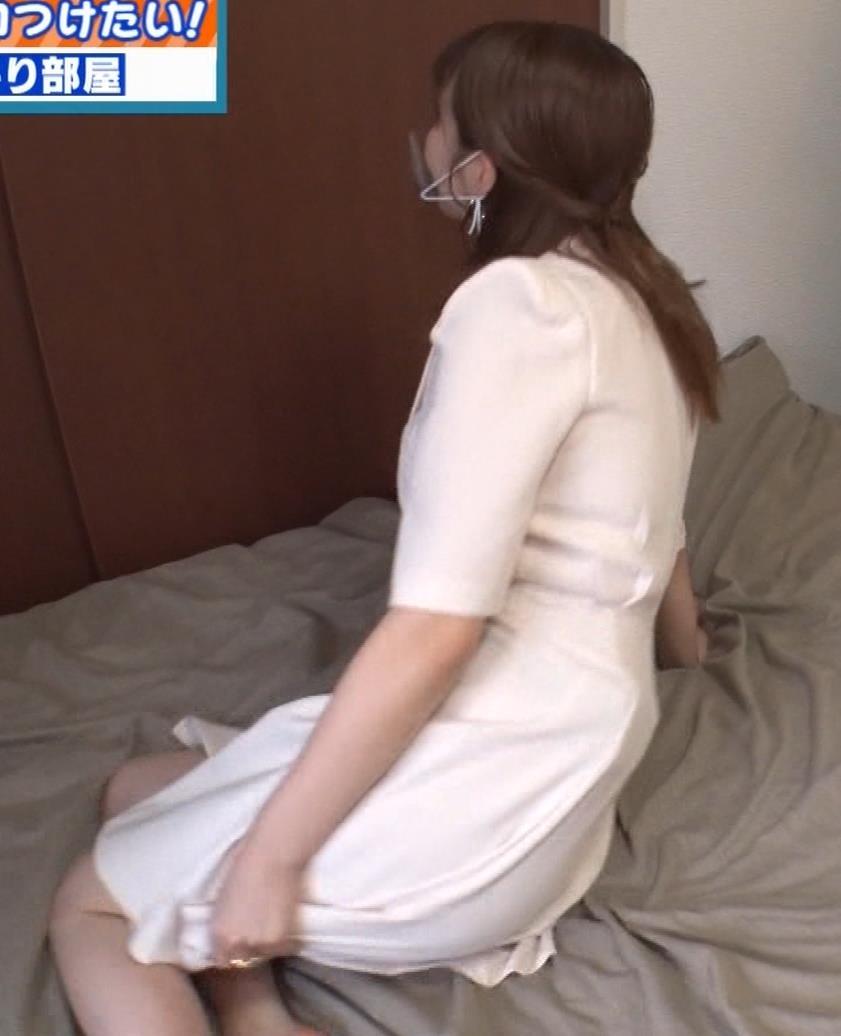 井口綾子 芸人の自宅で寝て太もも大サービスキャプ・エロ画像13