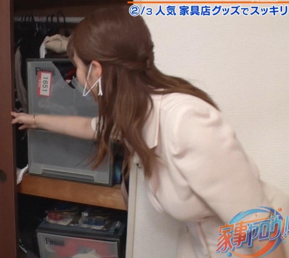 井口綾子 芸人の自宅で寝て太もも大サービスキャプ・エロ画像19