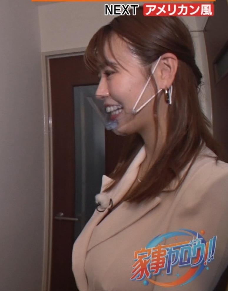 井口綾子 芸人の自宅で寝て太もも大サービスキャプ・エロ画像20